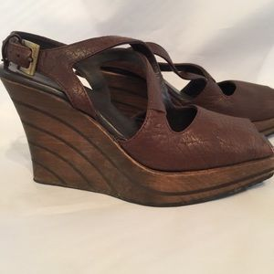 Shoes - Very cool 4-inch wooden wedges with square toe